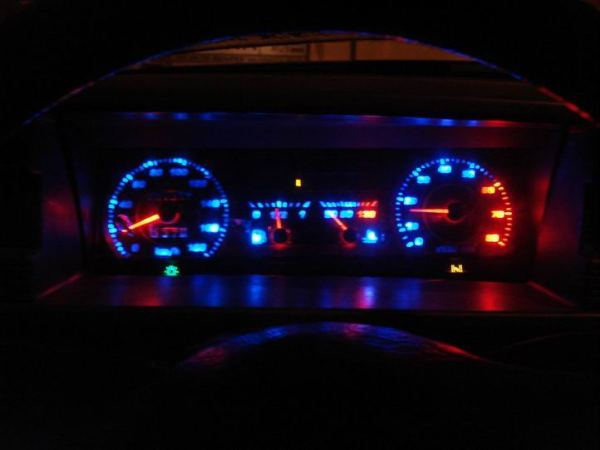 Красный или желтый восклицательный знак на панели приборов, горит аккумулятор, EPC, значок двигателя